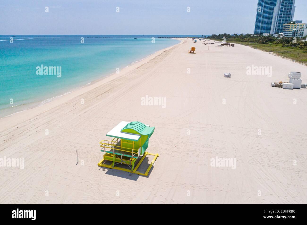 Florida Miami Beach Océan Atlantique South Beach aérien public au-dessus de la tête vue panoramique au-dessus du coronavirus de la station de sauvetage de surf d'eau de sable Covid-19 vir Banque D'Images