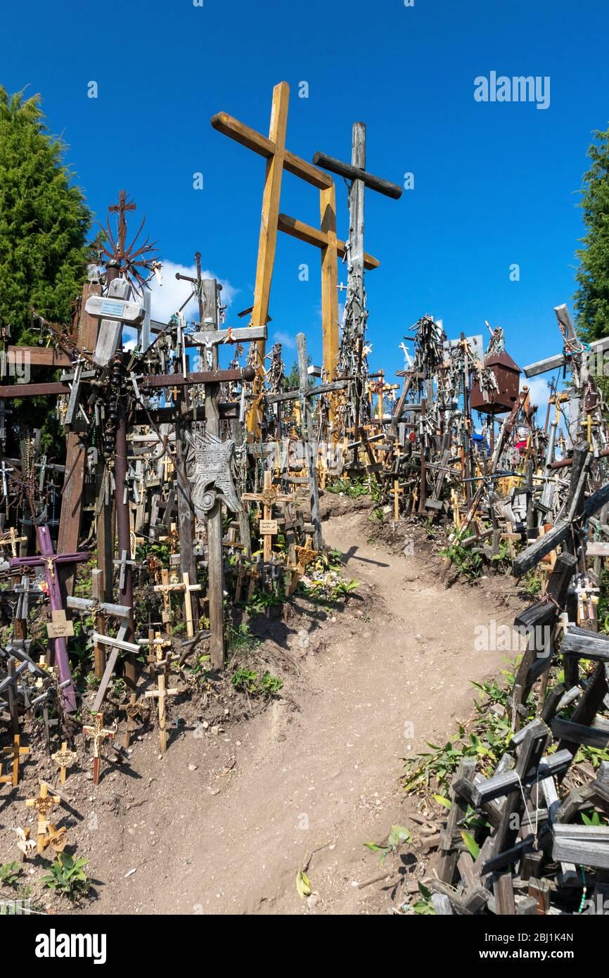 Colline des croix en Lituanie - lieu de pèlerinage. Banque D'Images