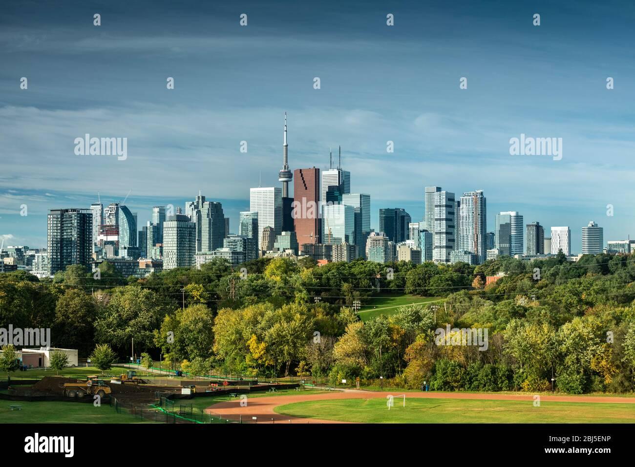 Vue sur la ville du centre-ville de Toronto Canada sur le parc Riverdale en Ontario, Canada Banque D'Images