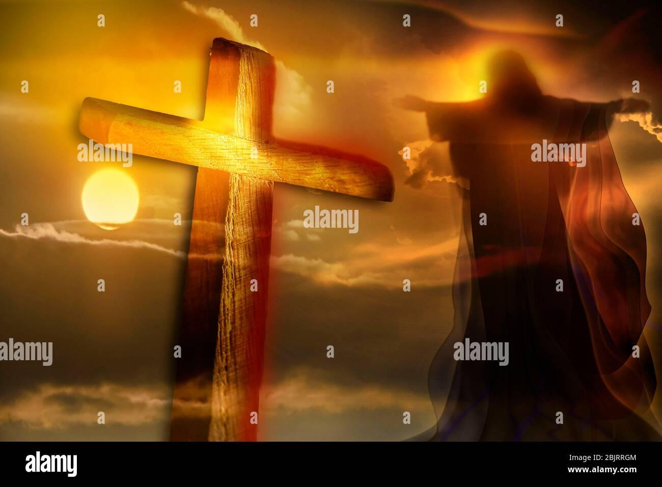 Jésus Christ et traverser sur un beau fond de ciel. Symbole de religion chrétienne. Résurrection de Jésus. La Crucifixion. Banque D'Images