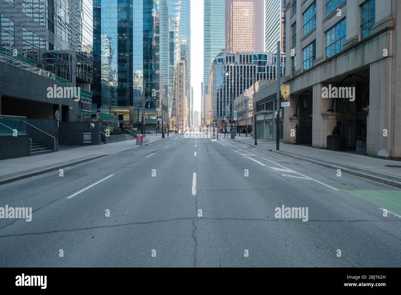 Centre-ville de Toronto pendant la pandémie de COVID-19 - rues vides de la ville Banque D'Images