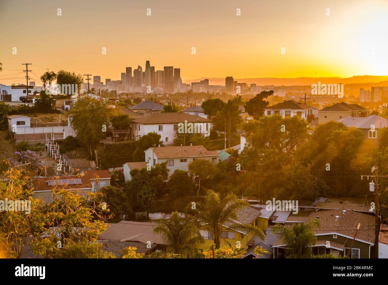 Vue sur les gratte-ciel du centre-ville au coucher du soleil, Los Angeles, Californie, États-Unis d'Amérique Banque D'Images