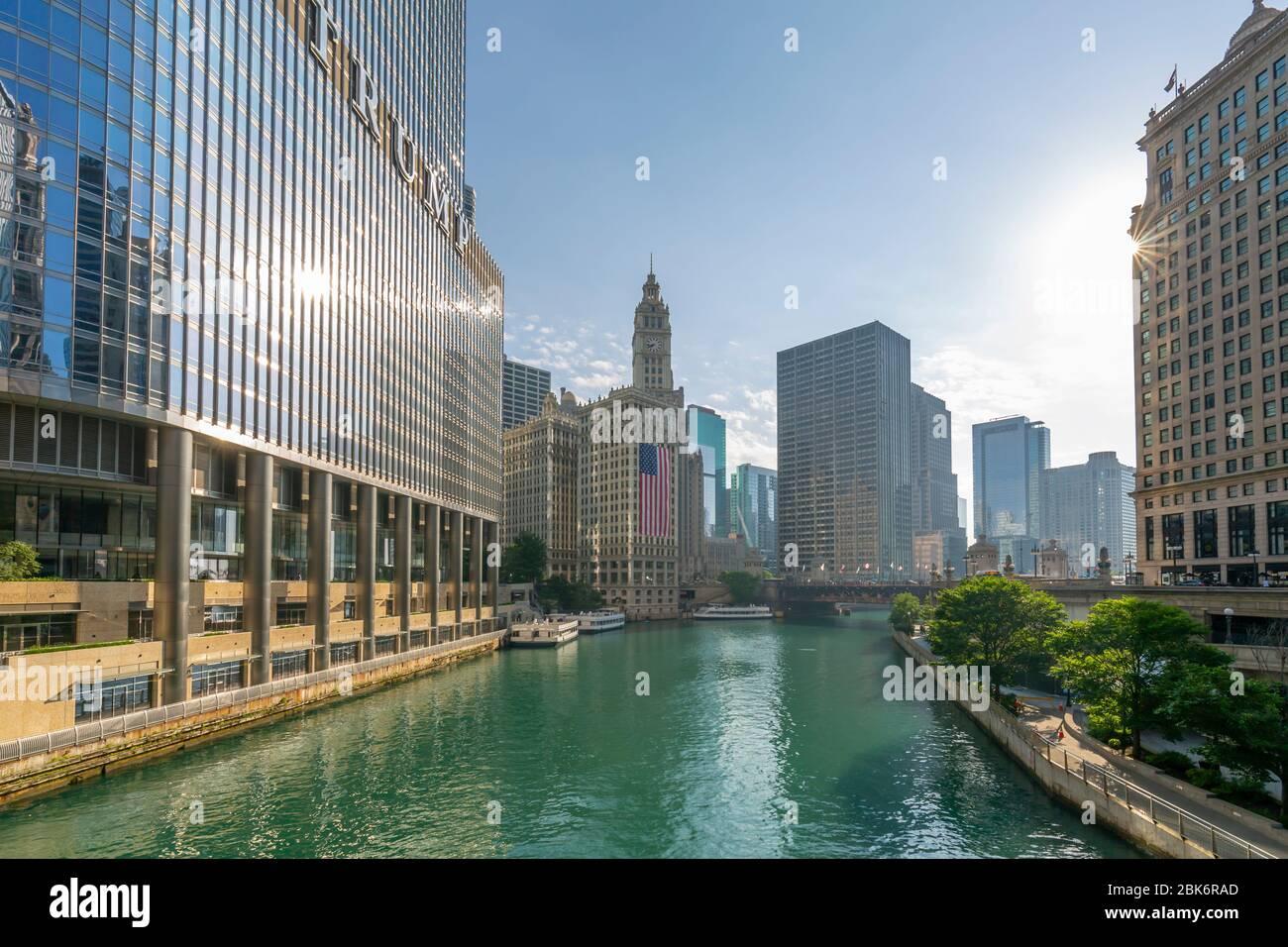 Vue sur le Wrigley Building et la rivière Chicago, Chicago, Illinois, États-Unis d'Amérique, Amérique du Nord Banque D'Images