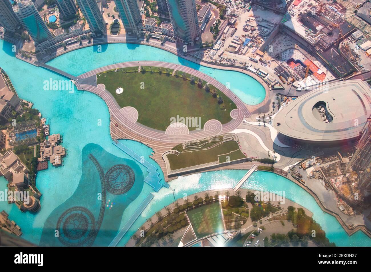 Vue aérienne de Dubaï avec fontaine de Dubaï en face du centre commercial de Dubaï Banque D'Images
