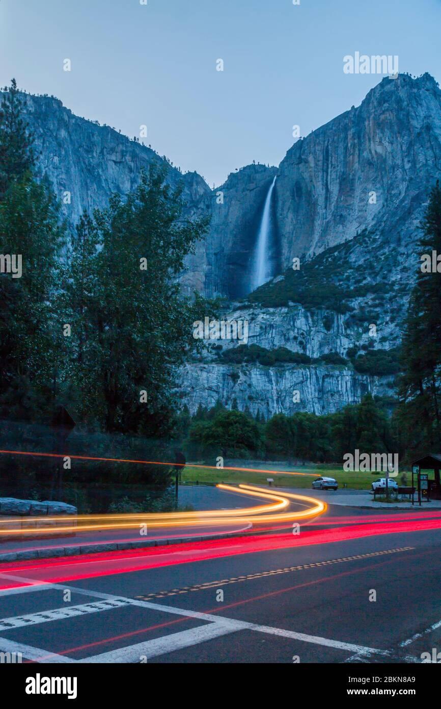Vue en soirée sur les chutes de Yosemite, le parc national de Yosemite, site classé au patrimoine mondial de l'UNESCO, Californie, États-Unis, Amérique du Nord Banque D'Images