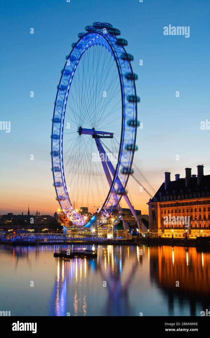 Horizon de Londres avec London Eye sur la Tamise. Banque D'Images