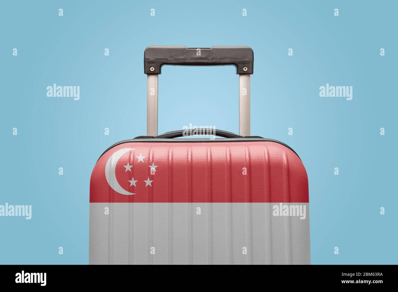 Valise avec drapeau singapourien concept Voyage Asie. Banque D'Images