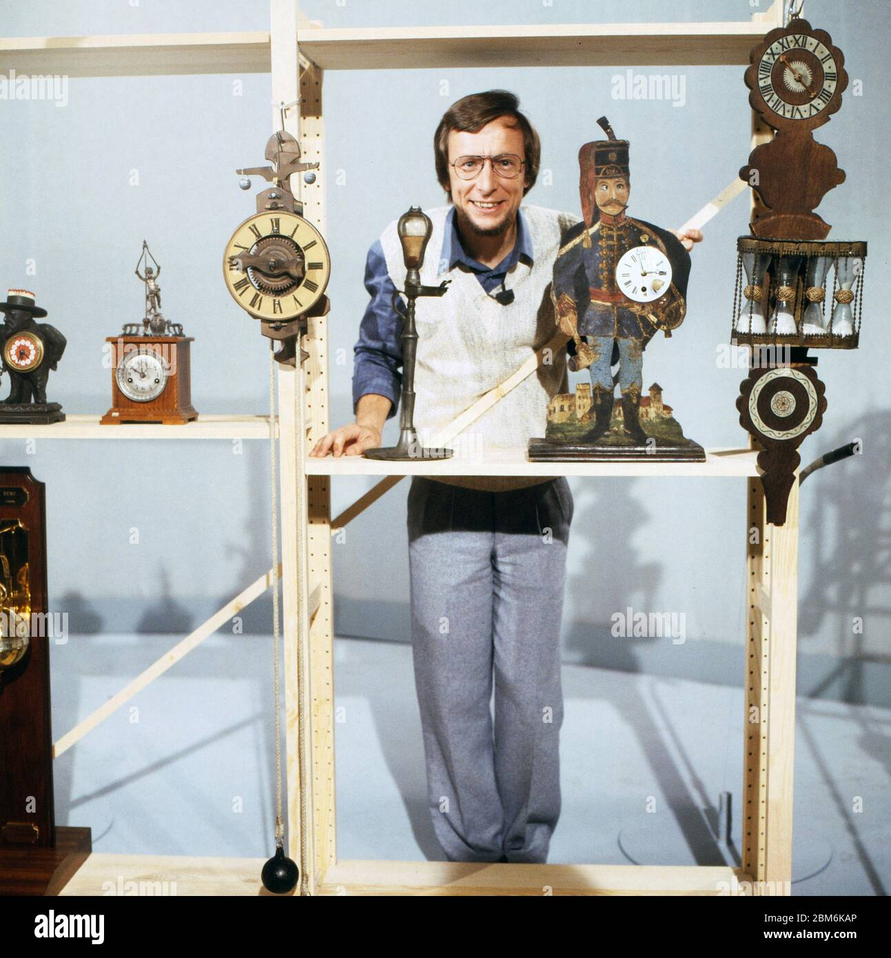 Technik für Kinder, Fernsehserie, Deutschland 1975 - 1980, Folge: Wie kann man Zeit messen, modérateur: Volker Arzt Banque D'Images