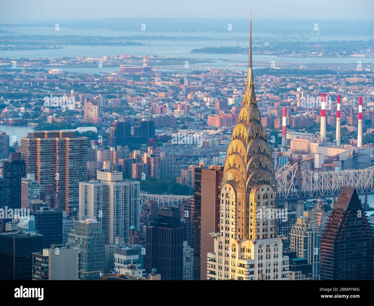 Horizon de New York, y compris le monument architectural Chrysler Building à Manhattan, New York, États-Unis d'Amérique. Banque D'Images
