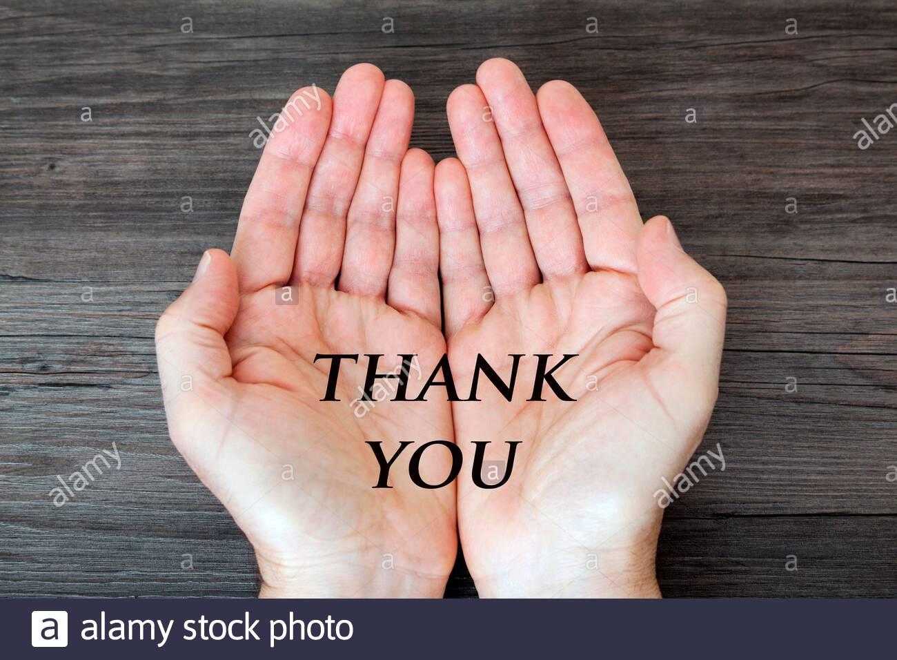 Ouvrez les mains avec le message « Merci » Banque D'Images