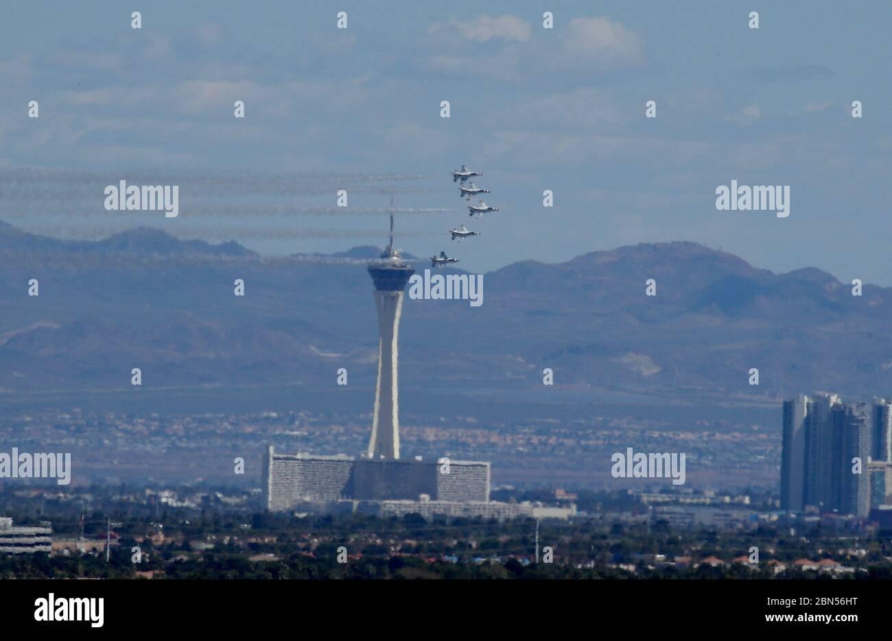 US AirForce Thunderbirds support des travailleurs de la santé avec Las Vegas survoler avec: US AirForce Thunderbirds où: Las Vegas, Nevada, États-Unis quand: 11 avril 2020 crédit: Judy Eddy/WENN.com Banque D'Images