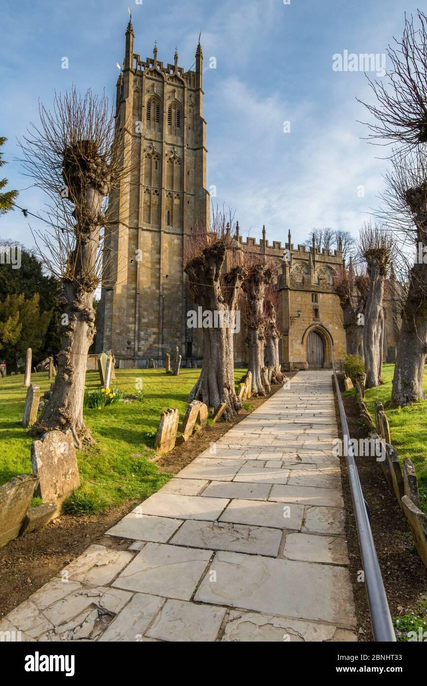 Église Saint-Jacques à l'aube, Chipping Campden, Gloucestershire, Royaume-Uni. Avril 2015. Banque D'Images