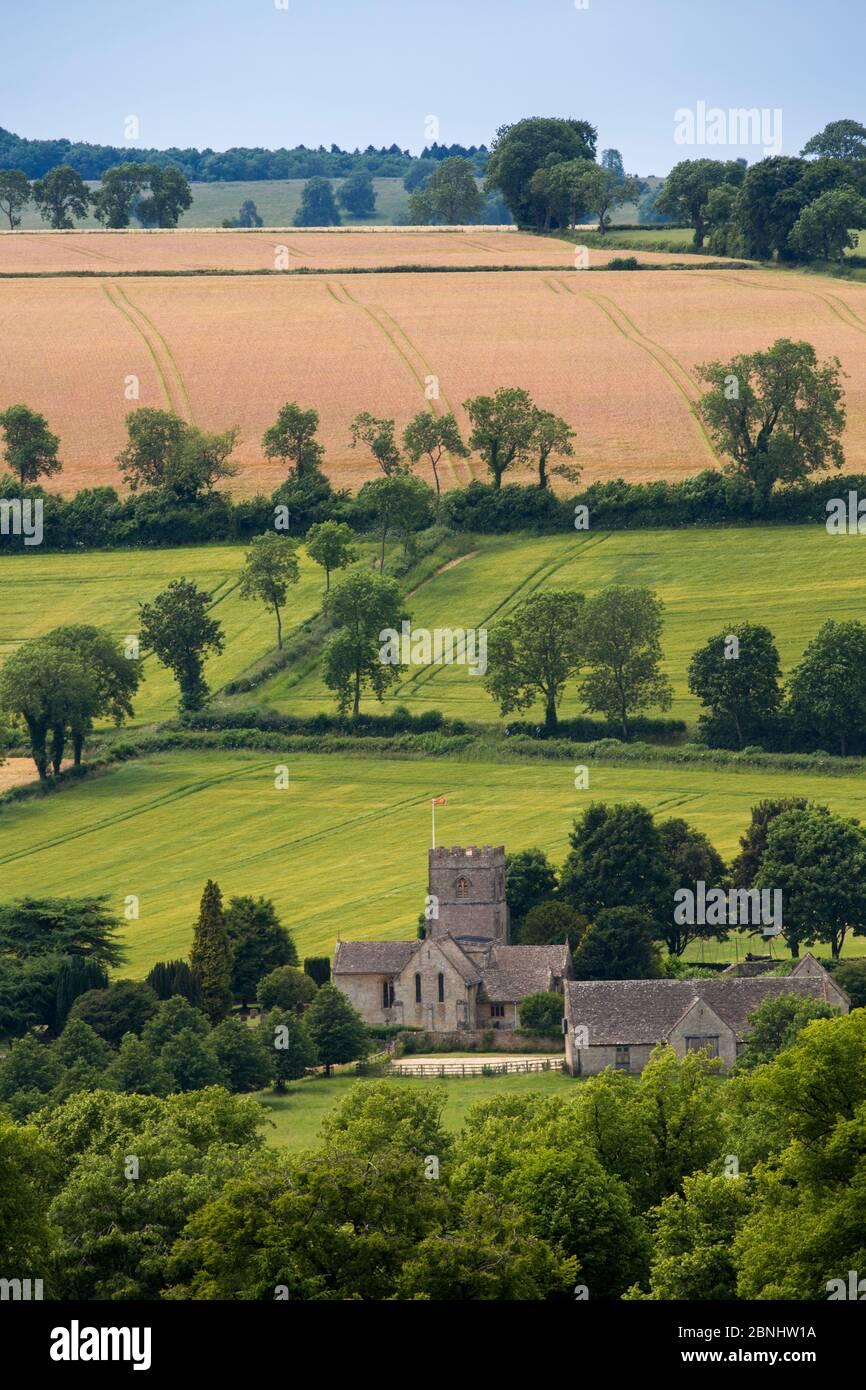 Église du village à Guitting Power et à la campagne environnante, Gloucestershire, Royaume-Uni. Juillet 2015. Banque D'Images