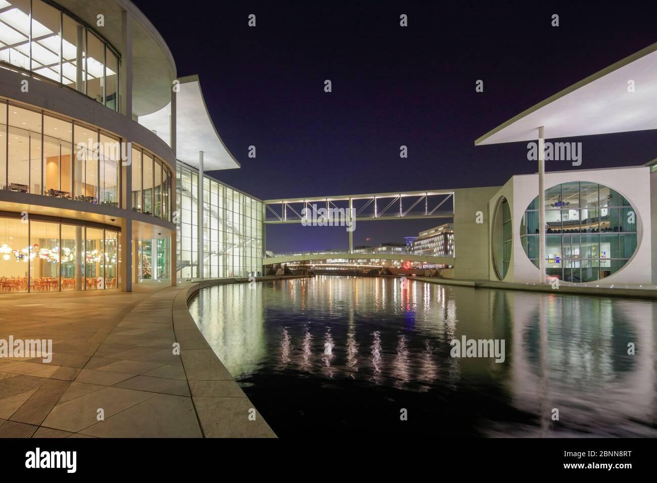 Vue sur la Spree, Paul-Löbe-Haus, Marie-Elisabeth-Lüders-Haus, Blue Hour, Bundestag, quartier du gouvernement, Berlin, Allemagne Banque D'Images
