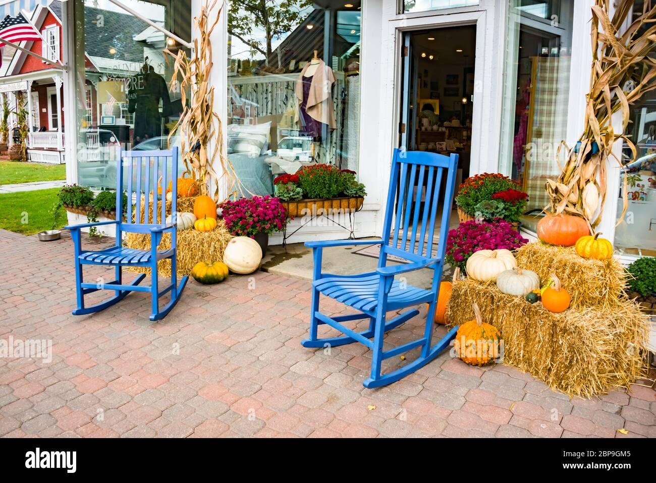 Le Country Store avec l'écran de récolte d'automne, Stowe, Vermont Banque D'Images