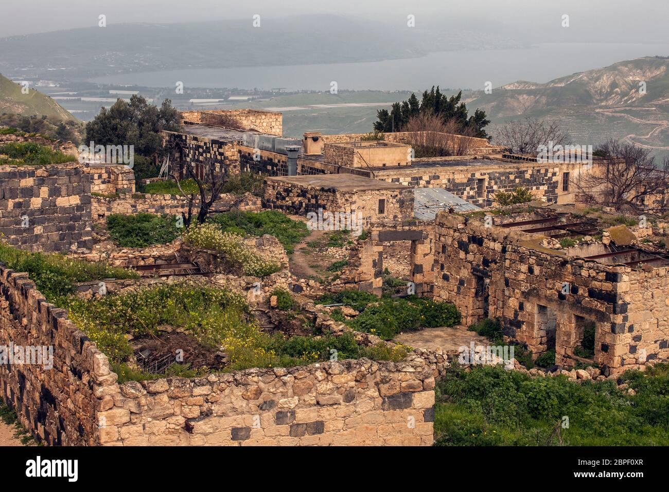 Ruines de maisons de l'époque ottomane tardive dans l'ancienne Gadara ou Gedaris également connu sous le nom d'Umm Qais ou Qays dans le nord-ouest de la Jordanie Banque D'Images