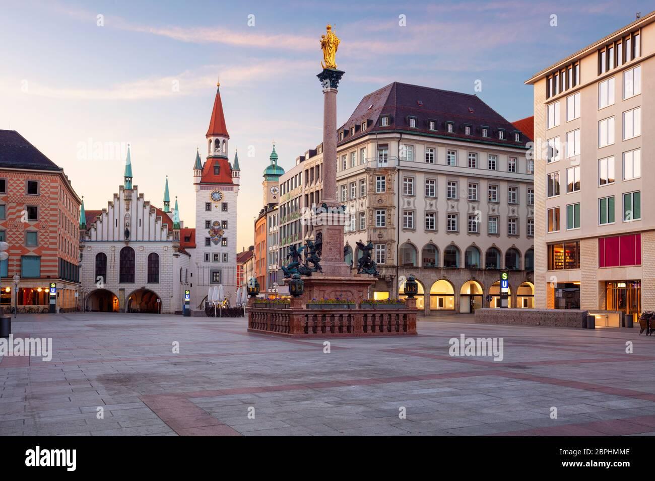 Munich. Image de paysage urbain de la place Marien à Munich, Allemagne au lever du soleil. Banque D'Images