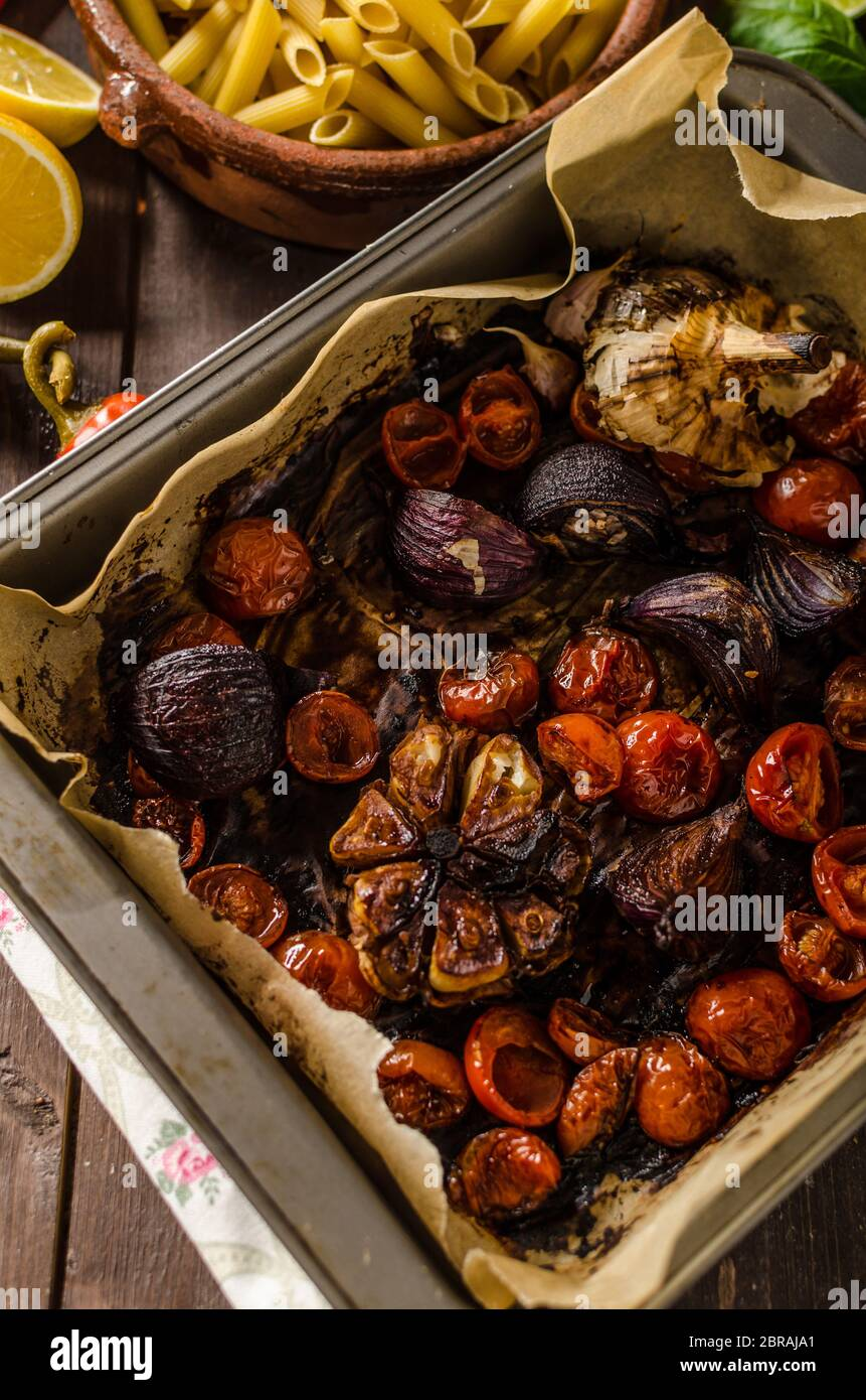 Les légumes cuits végétarien avec du vinaigre balsamique bio, des légumes bio Banque D'Images