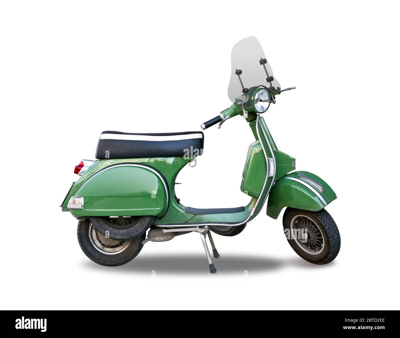 Scooter italien classique vert isolé sur blanc Banque D'Images
