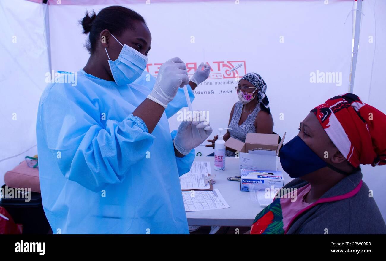 Johannesburg, Gauteng, Afrique du Sud. 26 mai 2020. Alexandra, Johannesburg, Afrique du Sud. Les questions sur la santé des personnes peuvent être aggravées par des tests de dépistage de patients symptomatiques. Crédit : Manash Das/ZUMA Wire/Alay Live News Banque D'Images