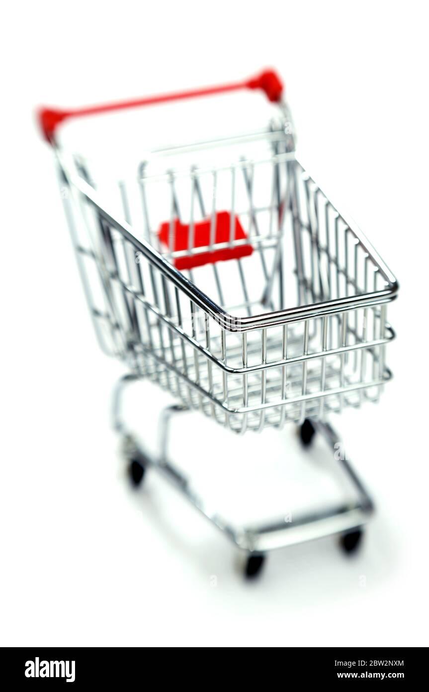 Un petit tramway rouge de supermarché Banque D'Images