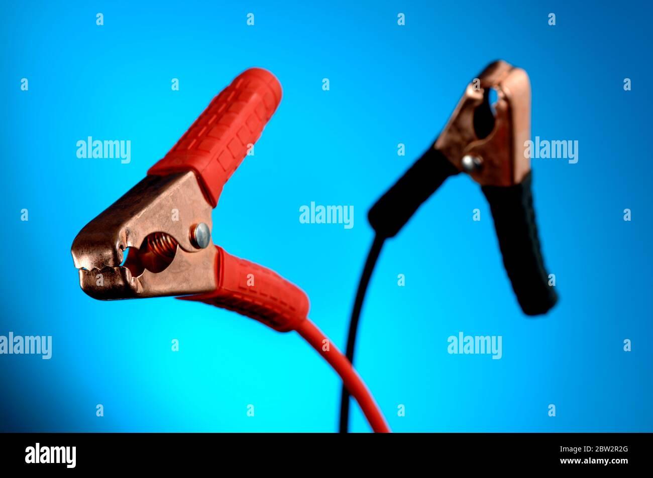 Connecteurs de câbles volants rouge et noir Banque D'Images