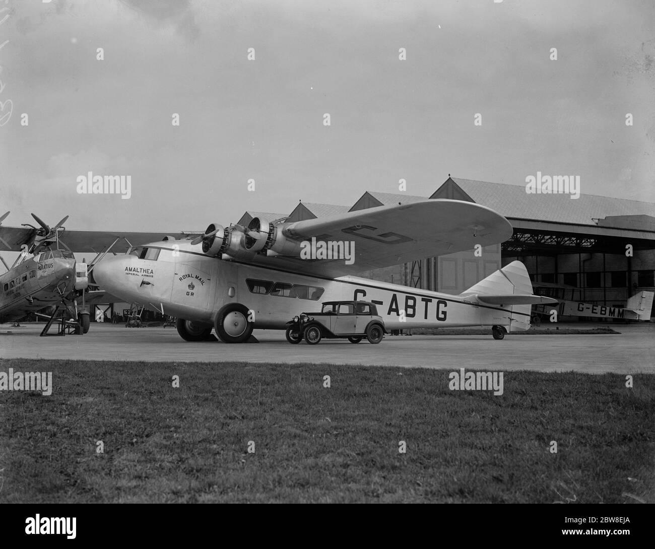 Nouveaux avions de luxe pour Cape route . Trois d'une flotte de huit nouveaux monoavions qui ont été construits pour Imperial Airways pour le service sur la route Croydon - Capetown , ont été livrés au port aérien de Londres . L'Amalthea à Croydon . 8 octobre 1932 Banque D'Images
