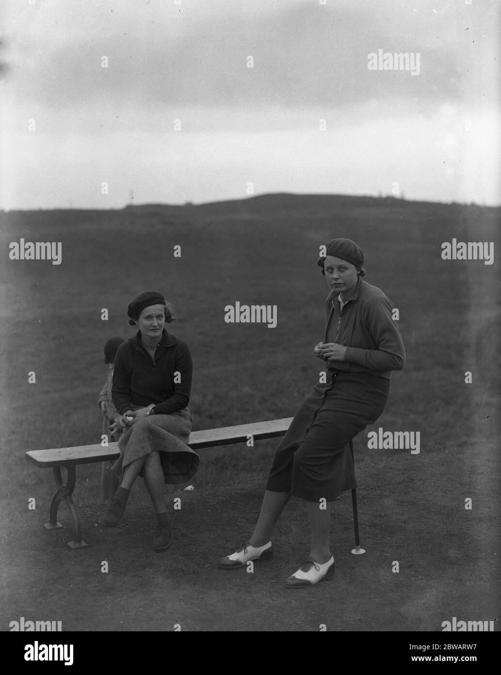 Championnat de l'Union de golf Dames au Seaccroft Golf Club , Skegness , Lincolnshire . Mme Onslow Fane , ( Basingstoke ) gauche , et Mlle A Holmes ( Crews Hill ) Banque D'Images