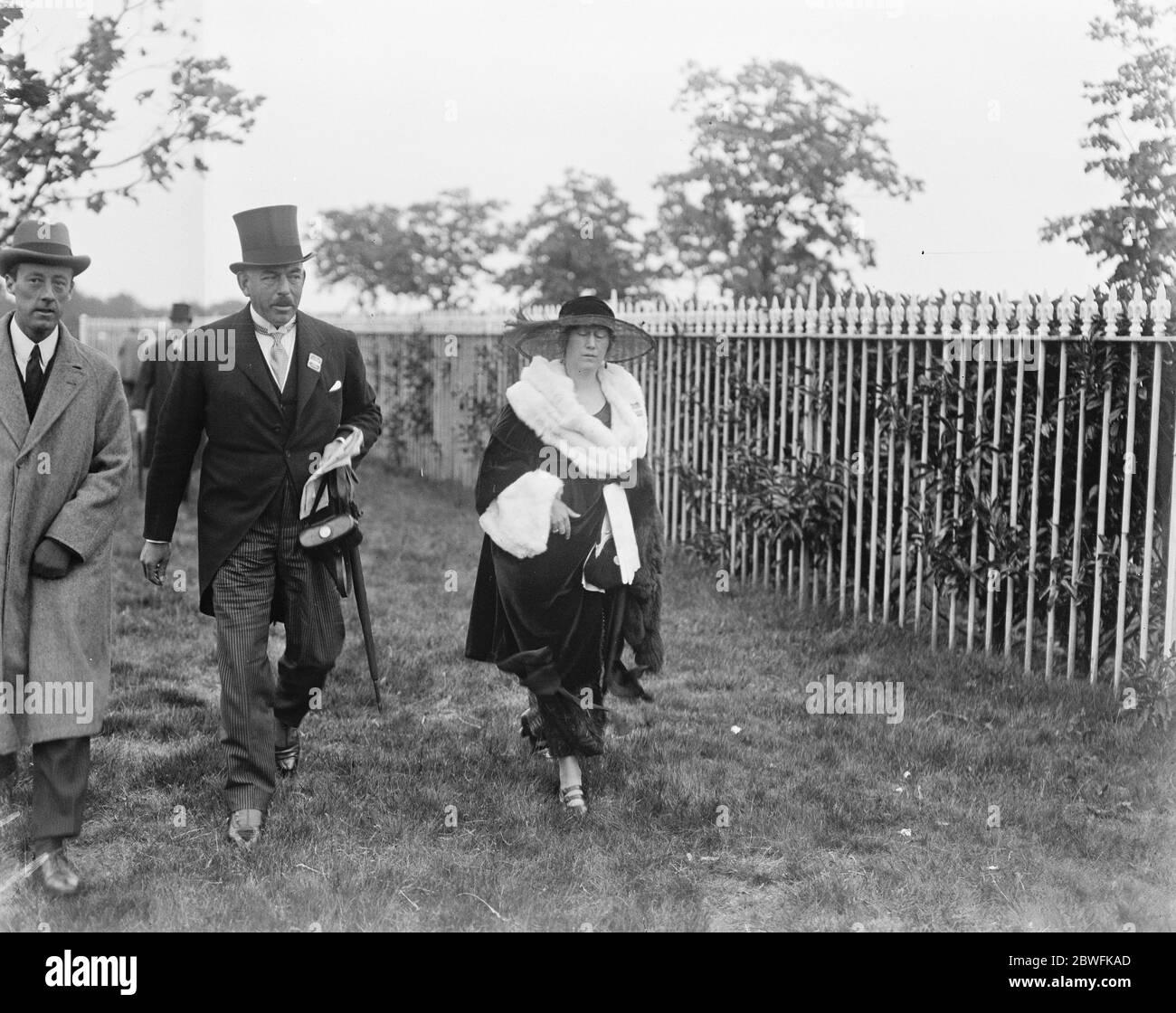 Société à Ascot . Capitaine et Mme Stirling Stuart . 14 juin 1922 Banque D'Images