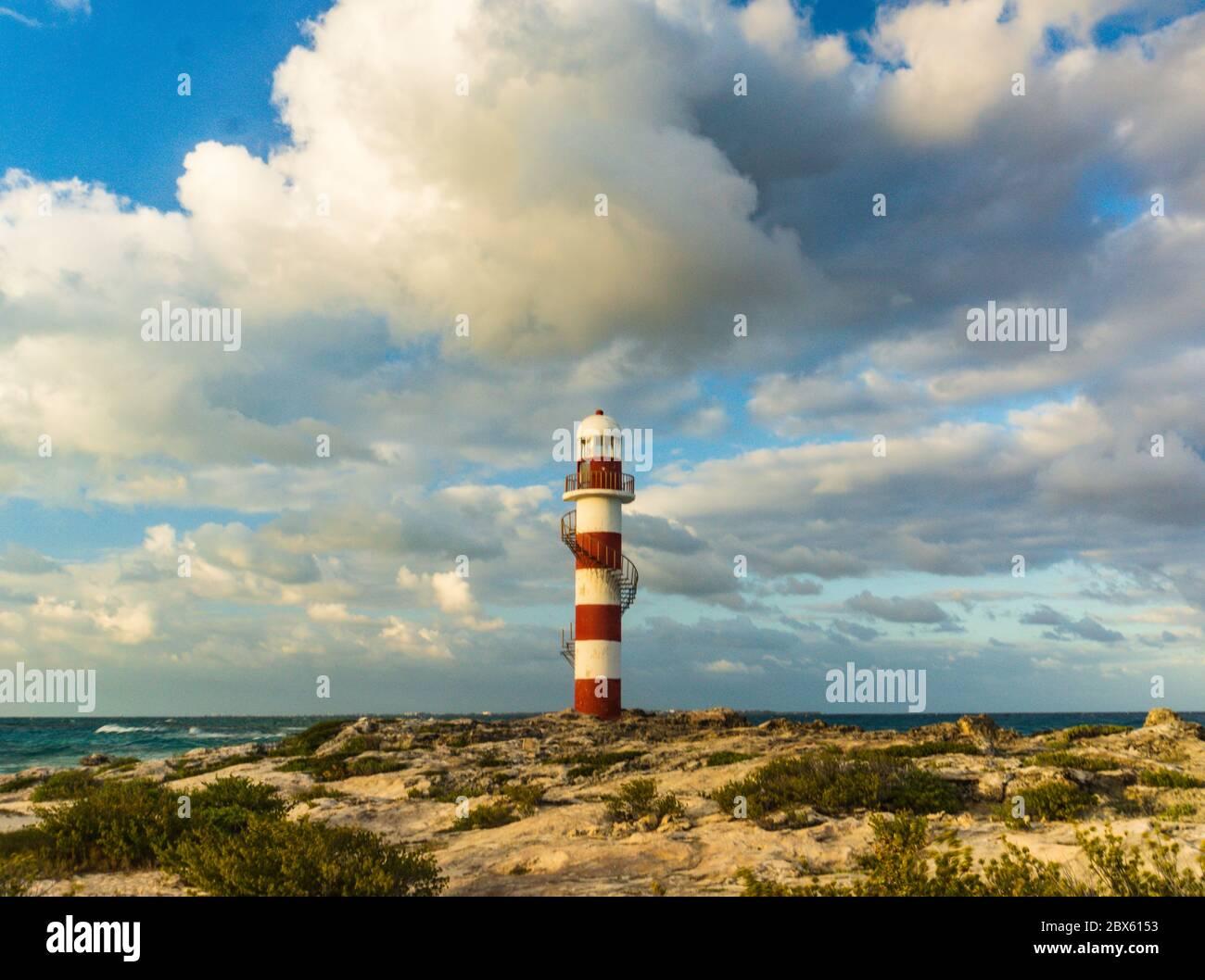 Vieux phare historique à Cancun, Mexique de la côte de la mer des Caraïbes Banque D'Images