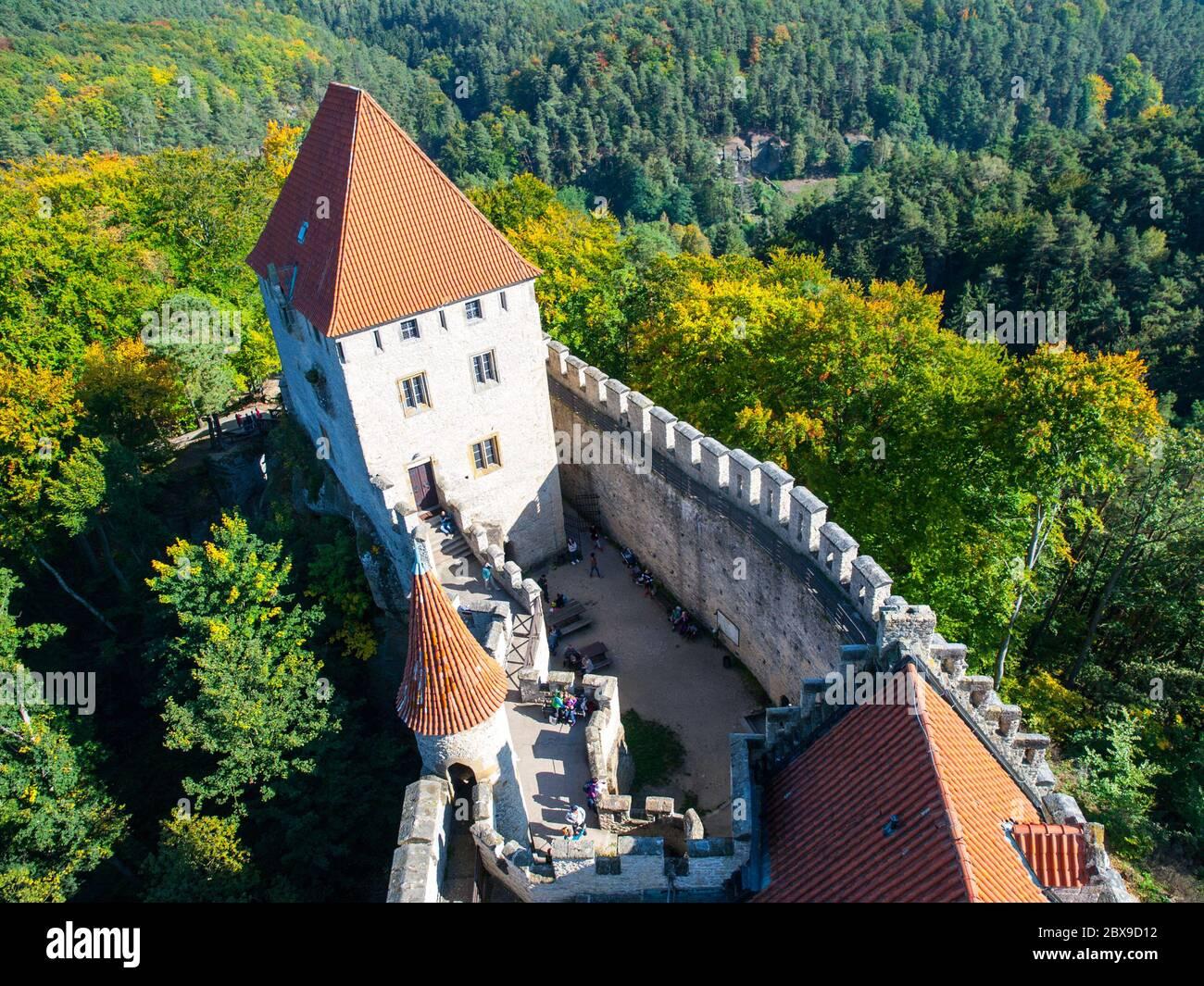 Château médiéval de Kokorin. Vue depuis la tour principale, Kokorinsko, République tchèque Banque D'Images