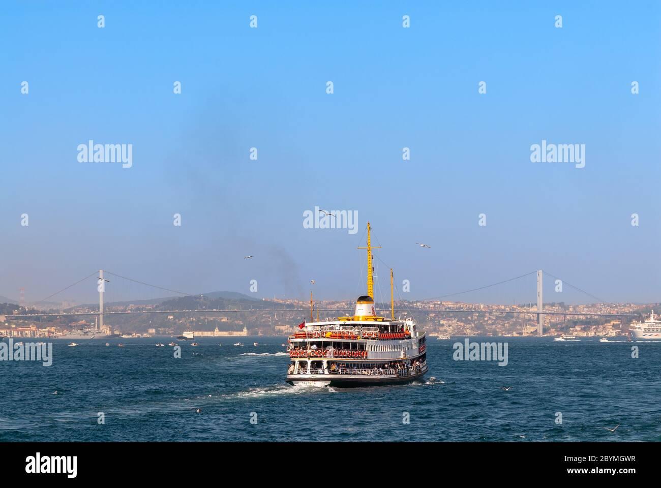 La traversée en ferry de la rive asiatique du Bosphore, Istanbul Turquie Banque D'Images