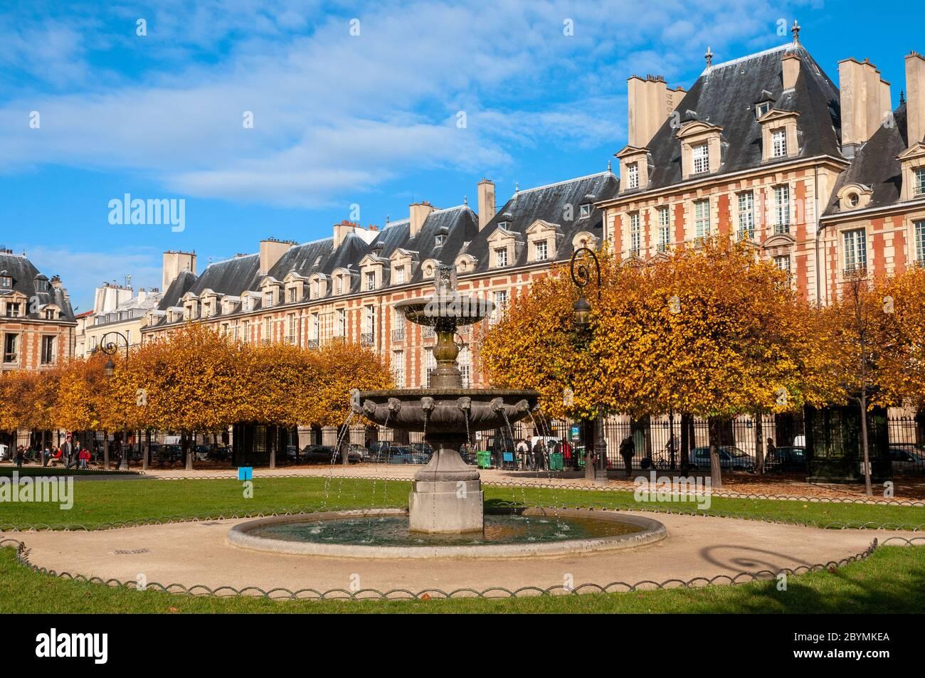 Fontaine de la Place des Vosges, Le Marais, Paris, France Banque D'Images