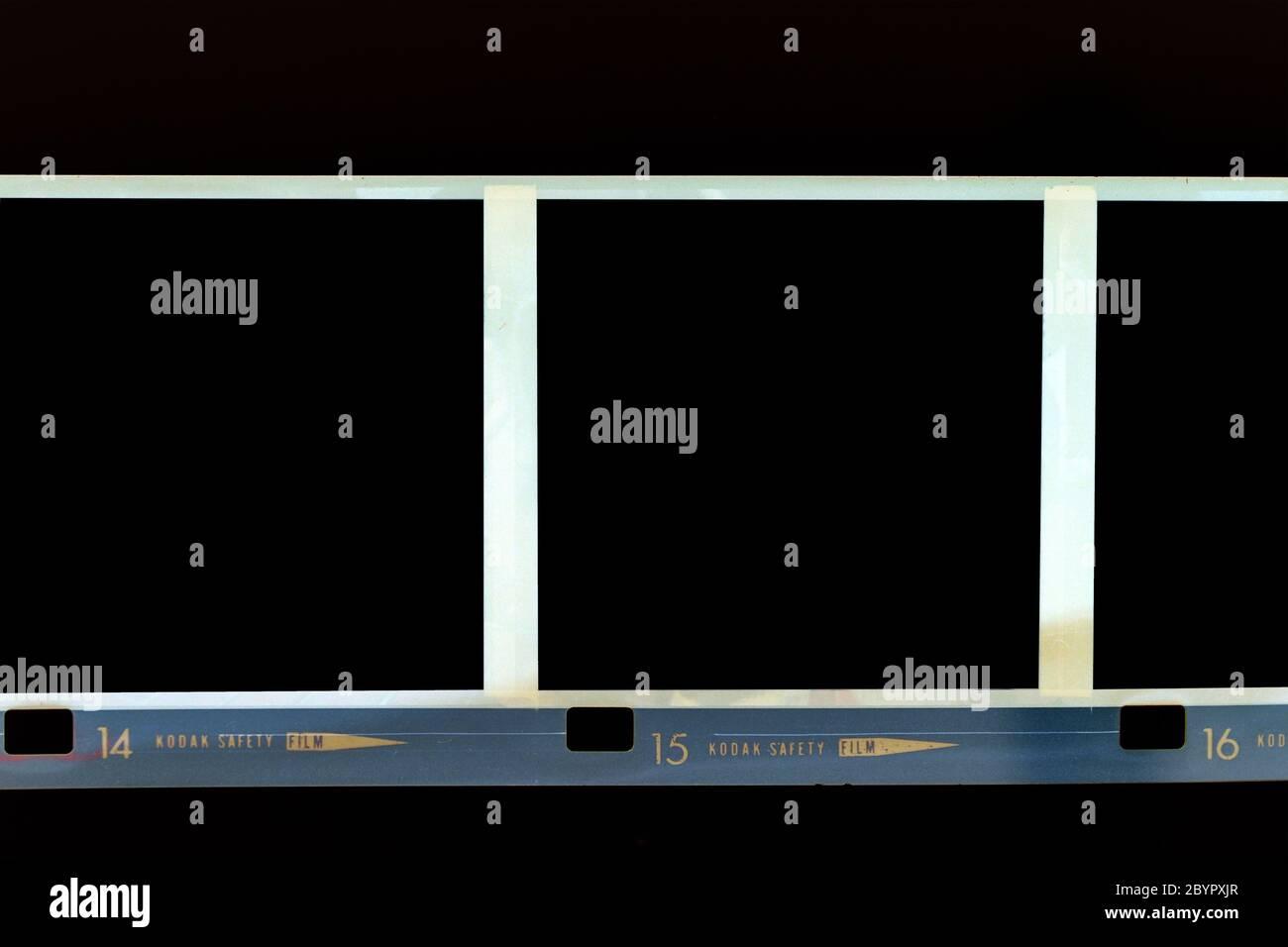 Cadre de film de 120 mm isolé sur un fond noir Banque D'Images