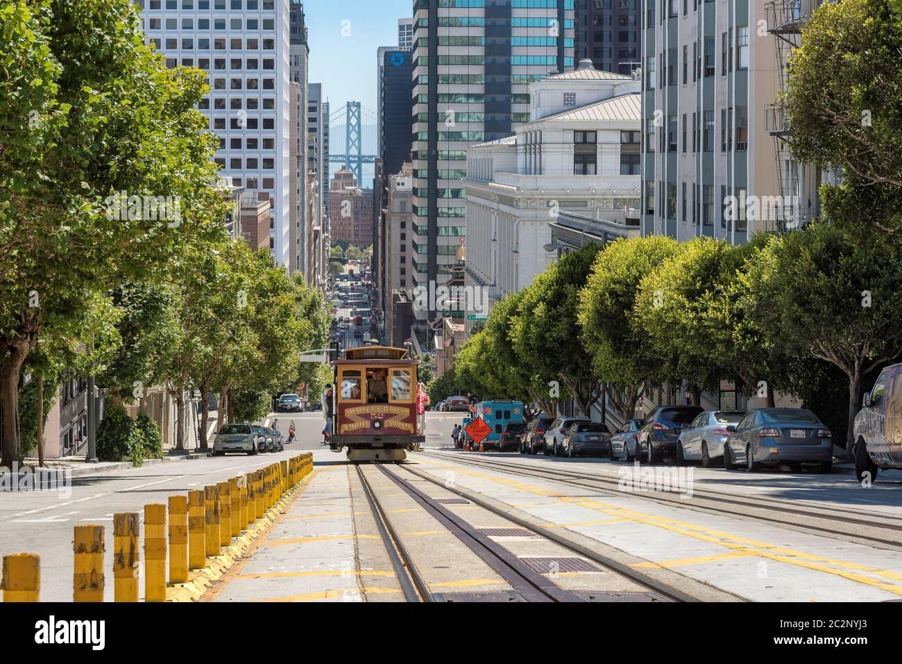 Téléphériques dans la rue San Francisco, Californie Banque D'Images
