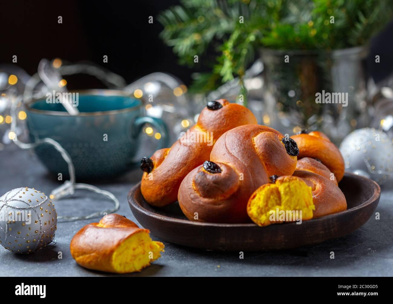 Un petit pain au safran, un succulent suédois traditionnel ou un succulent. Banque D'Images