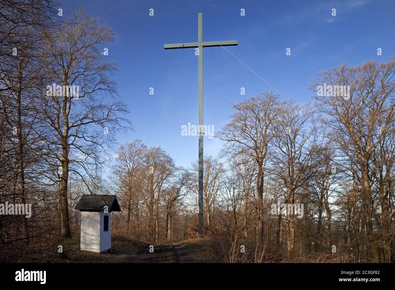 Nouvelle croix haute sur le Wilzenberg, lieu de pèlerinage, Grafschaft, Schmallenberg, Allemagne, Europe Banque D'Images