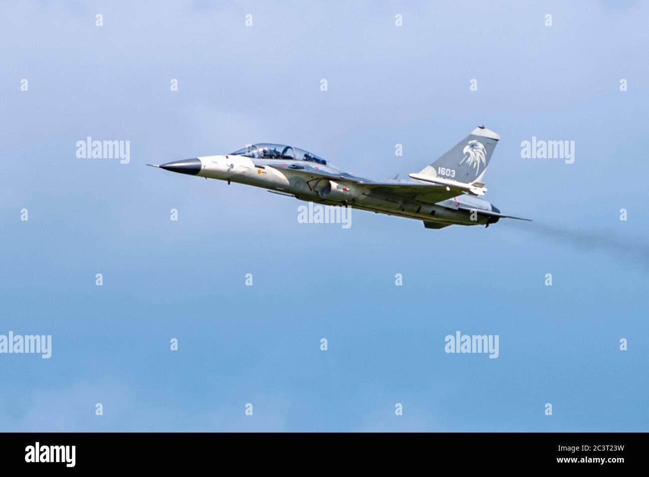 Taichung, Taïwan, 22 juin 2020. Taiwan lance depuis sa base aérienne de Ching Chuan Kang le Brave Eagle, le premier entraîneur de jet avancé indigène de Taïwan. Banque D'Images