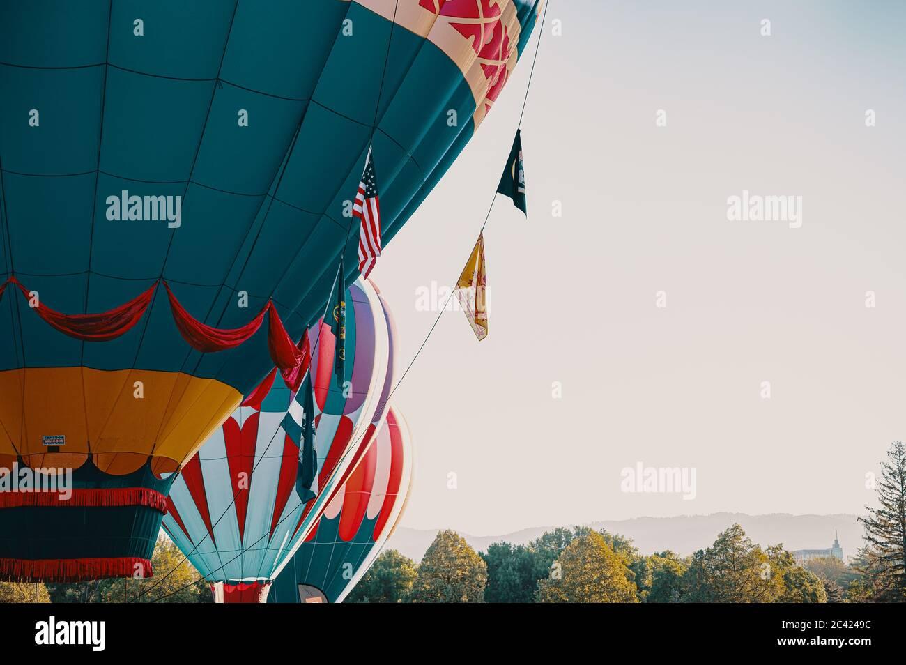 Ballons à air chaud en été Banque D'Images