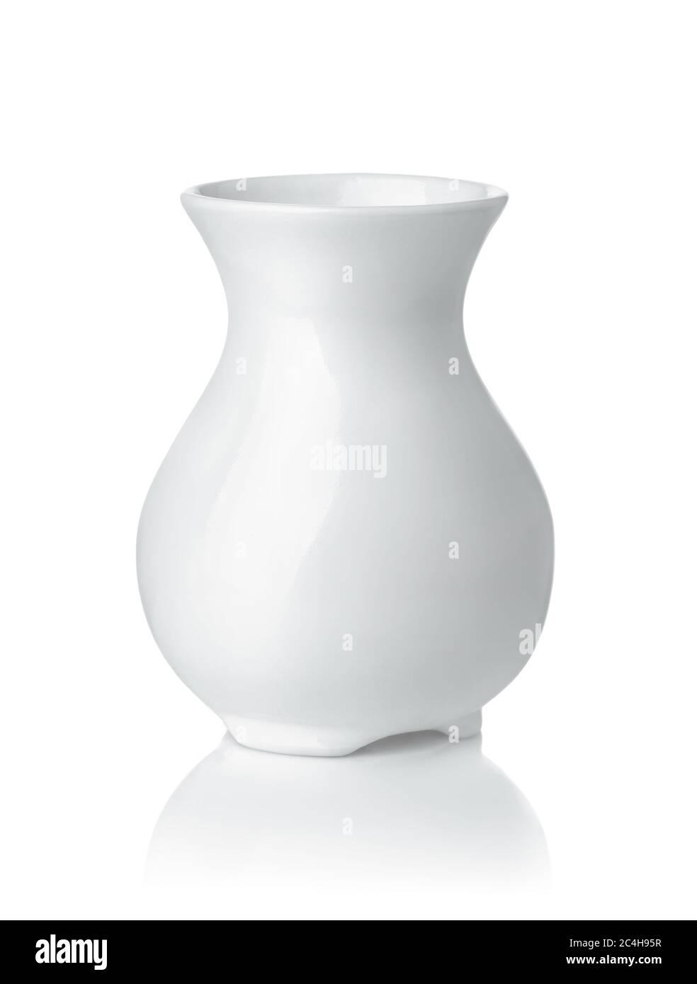 Vue avant du vase en céramique blanc isolé sur blanc Banque D'Images