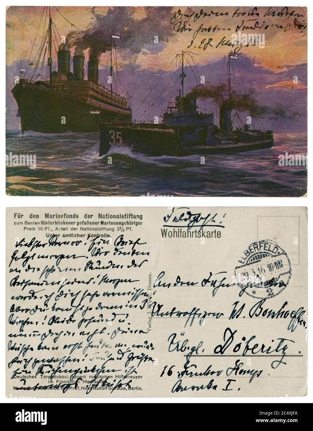 Carte postale historique allemande : un bateau torpille capture un croiseur auxiliaire russe (bateau à vapeur armé) dans le golfe de Finlande, Marine impériale allemande, 1916 Banque D'Images