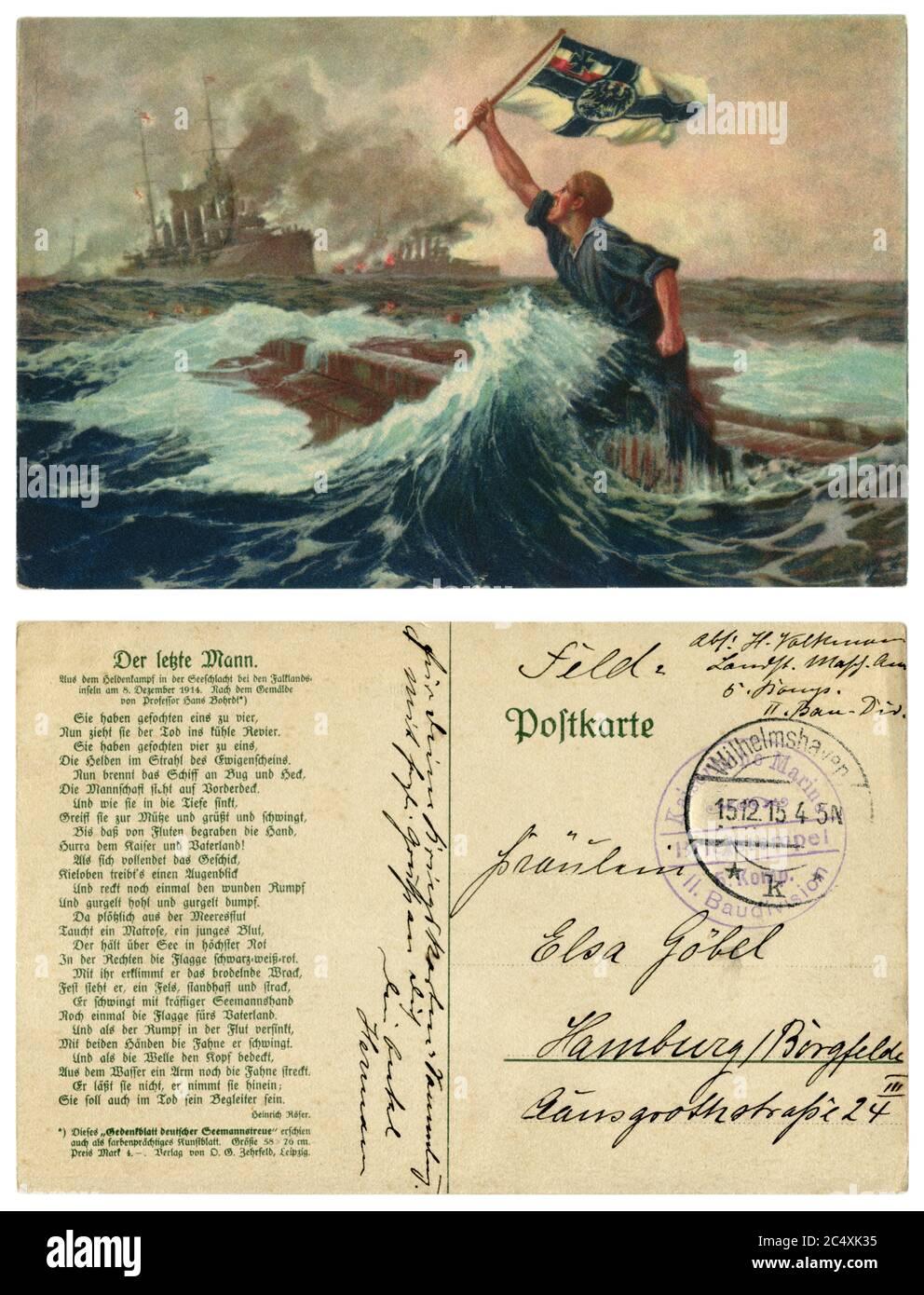 Carte postale historique allemande : un marin allemand fait passer un drapeau devant la flotte britannique depuis un navire de guerre en naufrage. Marine allemande impériale, 1915, à l'envers. Banque D'Images