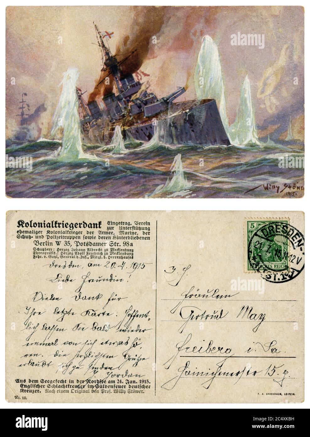Carte postale historique allemande : bataille navale en mer du Nord. Croiseur anglais sous feu de croiseurs allemands, Marine impériale allemande, 24 janvier 1915 Banque D'Images