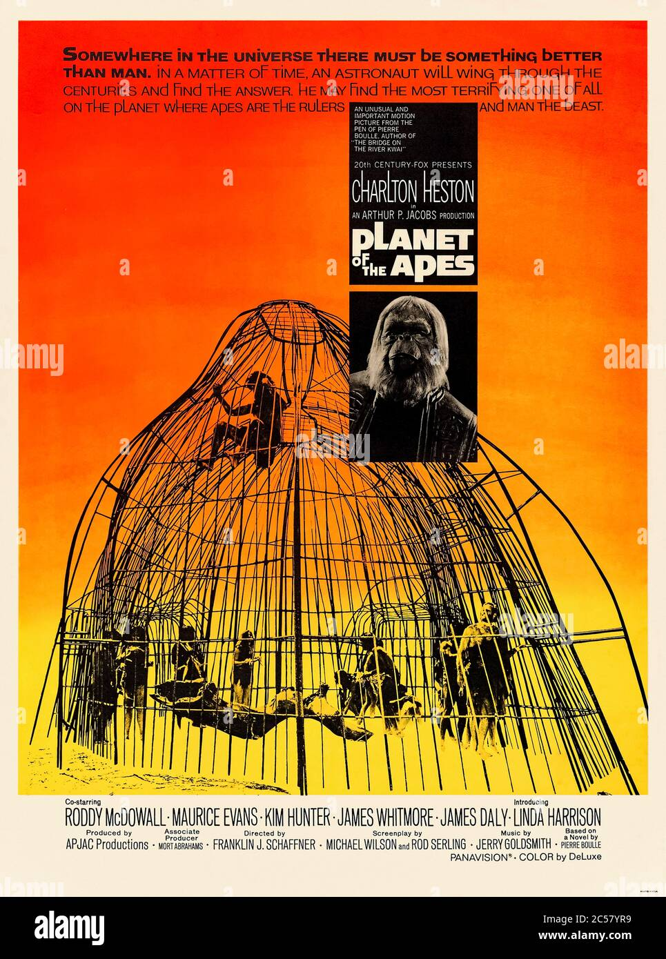 Planet of the Apes (1968), dirigé par Franklin J. Schaffner et avec Charlton Heston, Roddy McDowall, Kim Hunter et Maurice Evans. Science-fiction classique avec probablement la fin la plus mémorable jamais sur un monde à l'envers où les singes sont au sommet. Banque D'Images