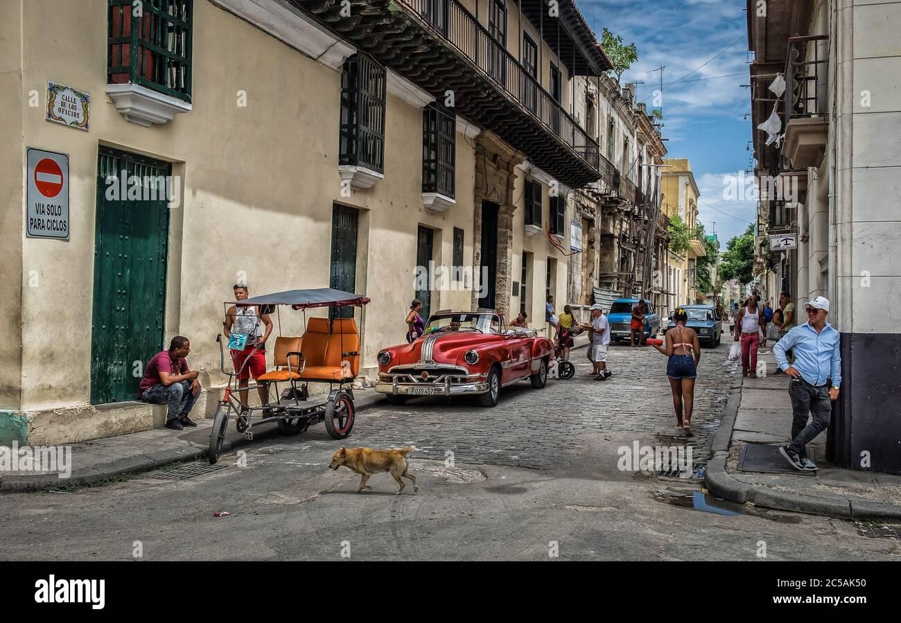 La Havane, Cuba, juillet 2019, scène urbaine dans la Calle de los Oficios, dans la partie la plus ancienne de la ville Banque D'Images