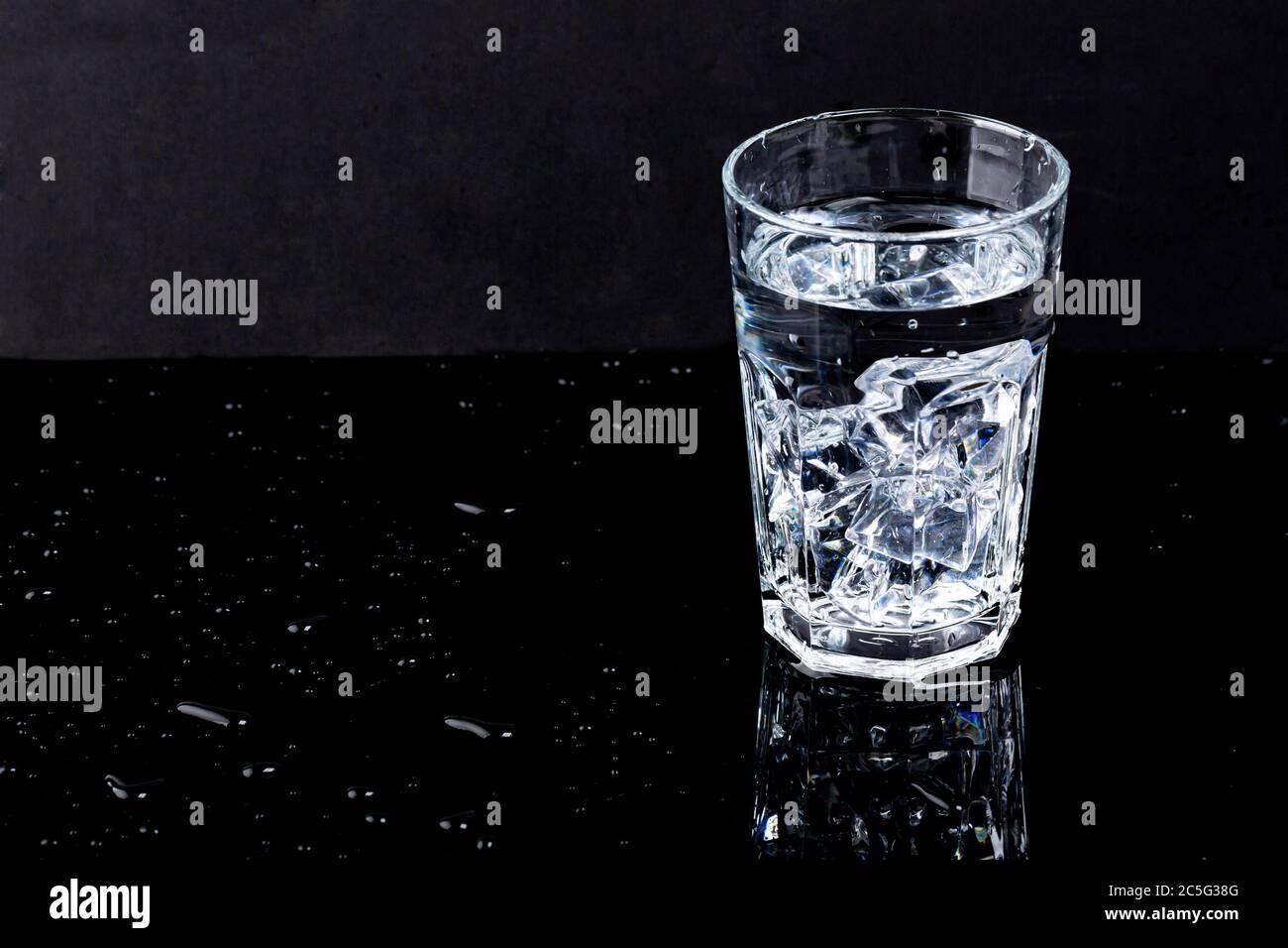 Concept d'eau douce et propre, verre d'eau isolé 025 Banque D'Images