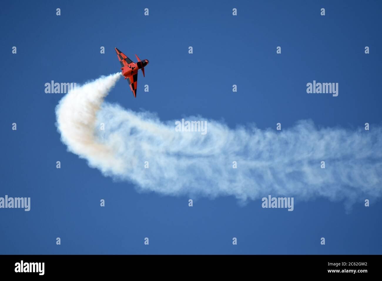 Avion en vol pendant un spectacle aérien Banque D'Images