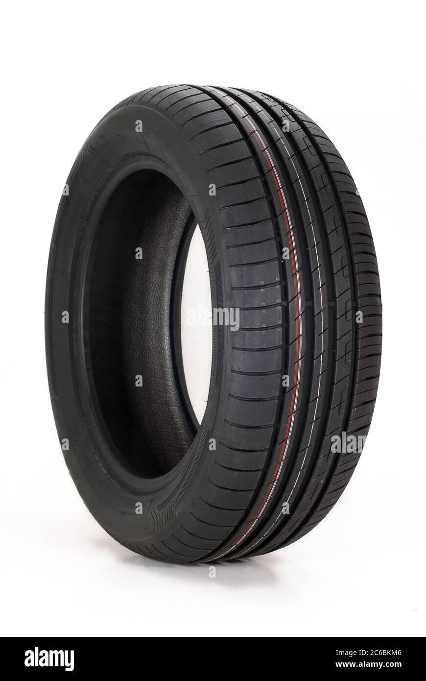 Pneu de voiture d'été, tout nouveau pneu de voiture de sport d'été moderne Banque D'Images