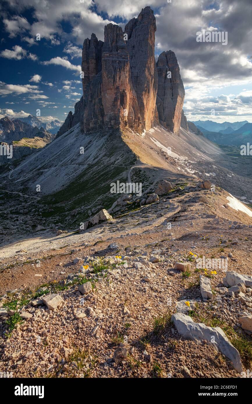 Trois pics de Lavaredo. Image des Dolomites italiens avec les trois célèbres sommets de Lavaredo (Tre cime di Lavaredo) Tyrol du Sud, Italie, Europe à l été Banque D'Images