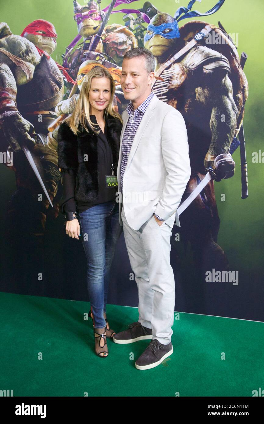 Le producteur Brad Fuller et sa femme arrivent sur le tapis vert pour la projection d'événements spéciaux au cinéma Hoyts, au quartier des divertissements, sur Lang Road, Mo Banque D'Images